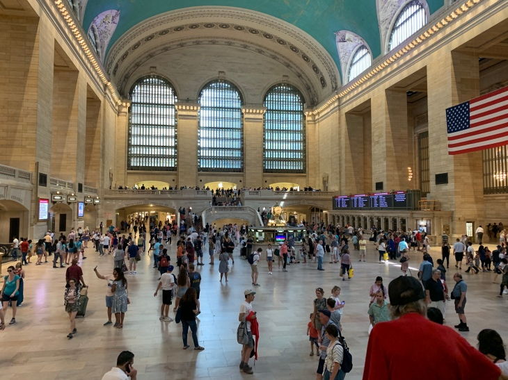 A picture of crowds in Grand Central Station in New York.