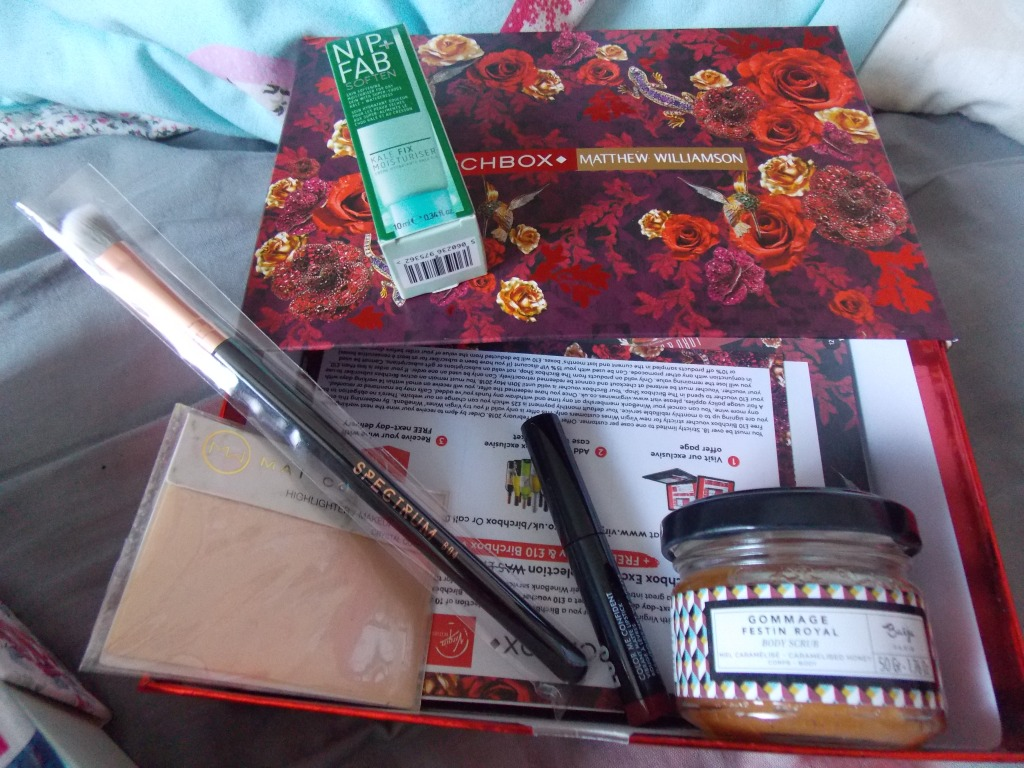 """A product picture of a beauty box """"Birchbox"""" with five different products."""