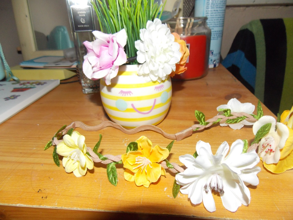 A product picture of a flowery yellow and white headband and matching  hairband